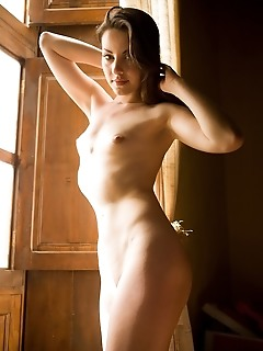 Free pictures of naked younger smooth erotic pussy