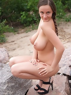 Natural busty hottie