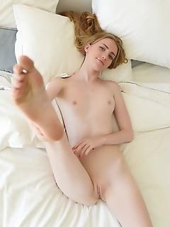 Slim babe posing naked
