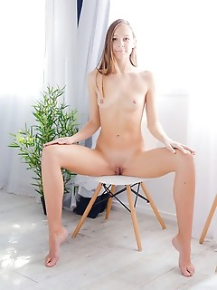 Incredible nude cutie