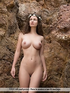 discover me free naked girls picture gallery naked girl in shower