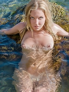 Amazing naked amour angels links in water