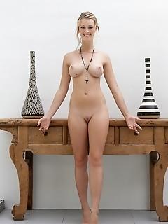 Erotica girls natural tits free sexy photos