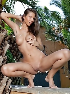 Photo erotic girls younger natural tits