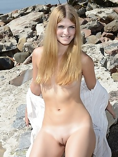 Excellent nude chick