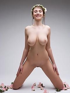 Sexy adult naked girl thumbs