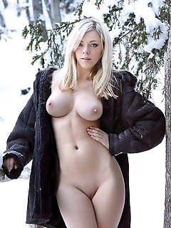 premiere this weeks exclusive blonde photo set features the debut of the very sexy and voluptuous lena r. Lena must be a very warm person as she is cl