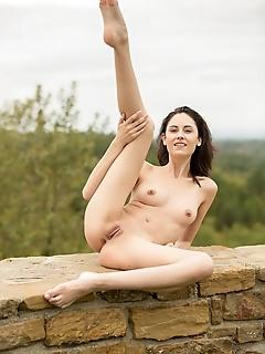 hideaway naked photos free english adult femjoy
