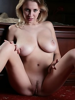 Erotica pussy thumbs daily photos of erotic boobs