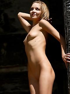 Free nude female photos free naked femjoy gallery