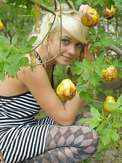 Tempting teens glamour free blonde